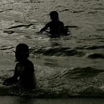 a tristeza da pequena no mar negro thumbnail