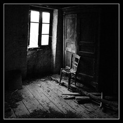(Jessie Romaneix ) Tags: old light bw window chair noiretblanc lumire nb explore abandon oldies fentre chaise creuse vieux 380 245