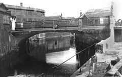 Duke's Palace Bridge, Norwich, photo of 1938 (mira66) Tags: bridge norfolk scan norwich oldphoto wensum gwn castlemall guessedbysimonk hosechute dukespalacebridge norwichsociety