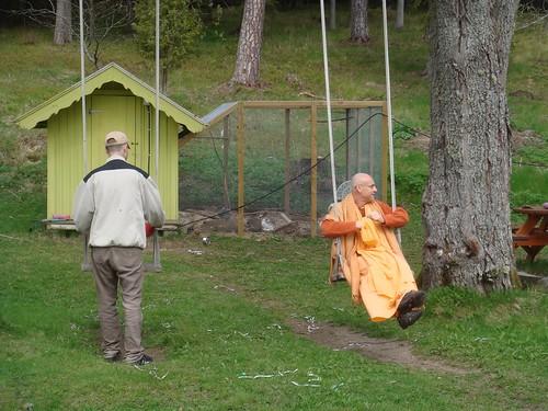 Kadamba Kanana Swami Korsnas Gard and at Ugrasena's 14th May 2010  -0068 por ISKCON desire tree.