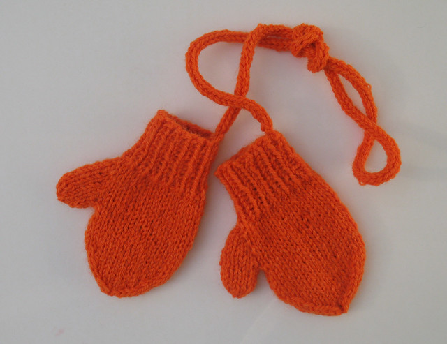 Ravelry Toddler Mittens On A String Pattern By Ruth Bendig