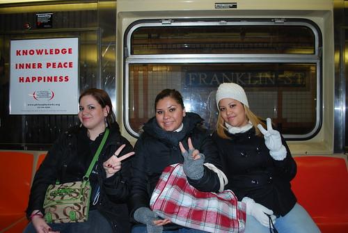 Las Chicas En El Metro by itziponce.
