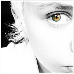 Color (Camila Smid) Tags: portrait white black color macro green girl face branco eyes close retrato sony autoretrato olhos preto e blonde garota camila cor dsc perto verdes loira rosto h9 smid
