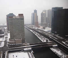 Chicago River Looking East (Jonathan Lurie) Tags: city bridge winter snow chicago fog d50 river nikon lakemichigan wackerdrive chicagoriver sheraton columbusavenue