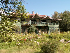 Guest house, Manali, Himachal Pradesh (Marc_P98) Tags: morning india house plant flower tree garden highway balcony guest leh manali himachal pradesh