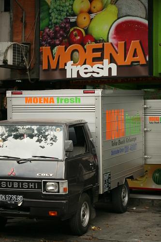 Denpasar Moena Es Teler storefront
