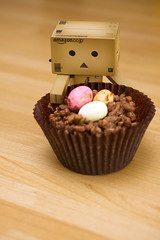 Danbo's 1st Easter (snowingindoors) Tags: food cake easter toy 50mm robot sweet chocolate character manga sigma cardboard cupcake snack minieggs yotsuba danbo amazoncojp 100possibilities ricekrispycake bardboardboxes