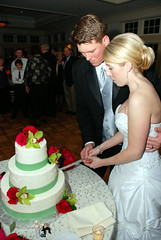 DSC_0882 (D.Clow - Maryland) Tags: wedding robert cake md mess weddingcake maryland wed easternshore rob reception messy kelly feed tradition chesapeakebay pyle kentisland chesapeakebaybeachclub tebbenkamp