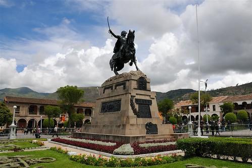 Monumento a Sucre en Plaza de Armas