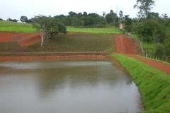 Tudo verde, aude quase cheio...antes do estouro da barragem (alanpiresbr) Tags: verde lago lagoa sitio aude muzambinho sitiocruzeiro
