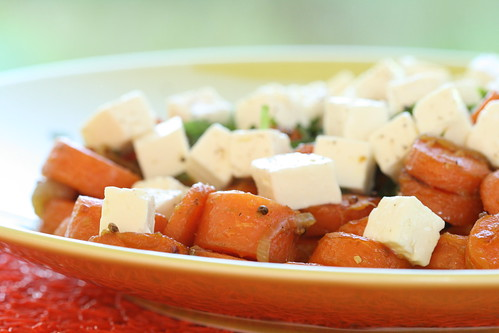 Warm ginger and carrot salad with feta cheese / Ingveriporgandid fetajuustuga