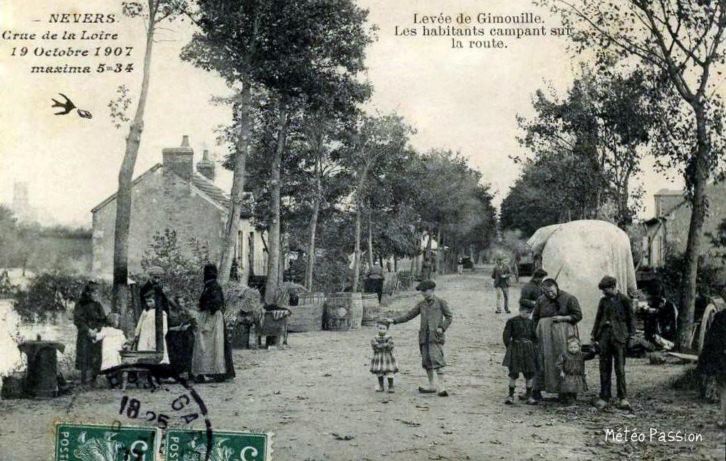 réfugiés à Nevers après les inondations du 19 octobre 1907