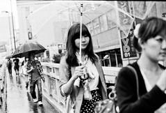 Kenko KF-M1 (kirainet) Tags: bw film rain iso3200 lluvia paraguas
