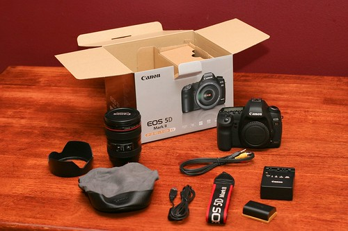 Canon 5D Mark II Unboxing 12