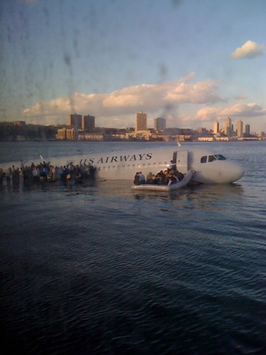 US Airways airplane sinks in river