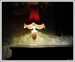 (Dii ) Tags: old red texture luz lamp candeeiro redlamp greenwall oldwall walltexture paredeverde mywinners proudshopper paredevelha goldstaraward artistictreasurechest