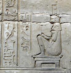 Egypte, temple de Kom Ombo: sige pour accouchement (Marie-Hlne Cingal) Tags: temple seat egypt horus sige egypte childbirth komombo ptolemaic sobek misr accouchement ptolmaque ptolme haroris parturiente