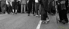 Zuecos (Manolo Marcelo) Tags: madrid people bw white black classic gente voigtlander bn personas clogs epson hp5 ilford pastors heliar pastores callejera v700 r2m epsonv700 50f2 heliar50 heliar50f2 voigtlanderr2m
