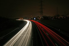 highway at night (tO_bY photography) Tags: longexposure light red toby white rot cars night canon dark eos schweiz switzerland licht highway exposure suisse nacht trails fast zug autobahn interstate autos weiss dunkel streifen blub schnell langebelichtungszeit 400d tobyphotography twominutesexposure