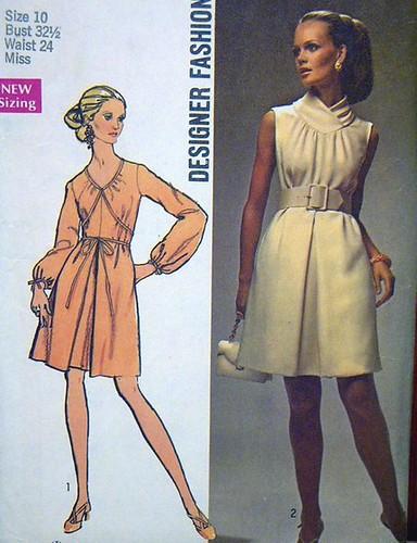 1969 Vintage RETRO DESIGNER FASHION DRESS with CONTOUR BELT Womens Pattern (women woman) / Size 10 / S 8648