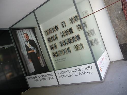 El General y ellos. Installazione di Juan Angel Urruzola