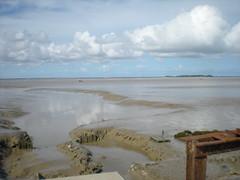 vase baie d'yves (thierry llansades) Tags: ocean sea sun mer beach atlantic vase yves larochelle francia plage charente baie charentes charentemaritime poitoucharentes aunis