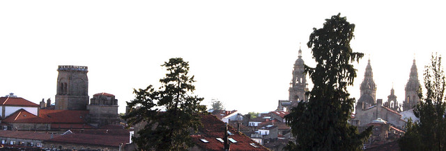 As torres da Catedral e San Agustín dende Bonaval