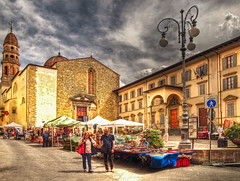 Street market in Arezzo, Italy (Anguskirk) Tags: italy building church architecture streetlight italia tuscany 2009 hdr stalls shoppers darkclouds streetmarket topaz arezzo adjust marketstalls churchspire pageandmoy pagemoy 3exhdr denoise3