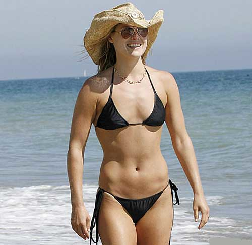 Ali Larter strolling in Malibu beach