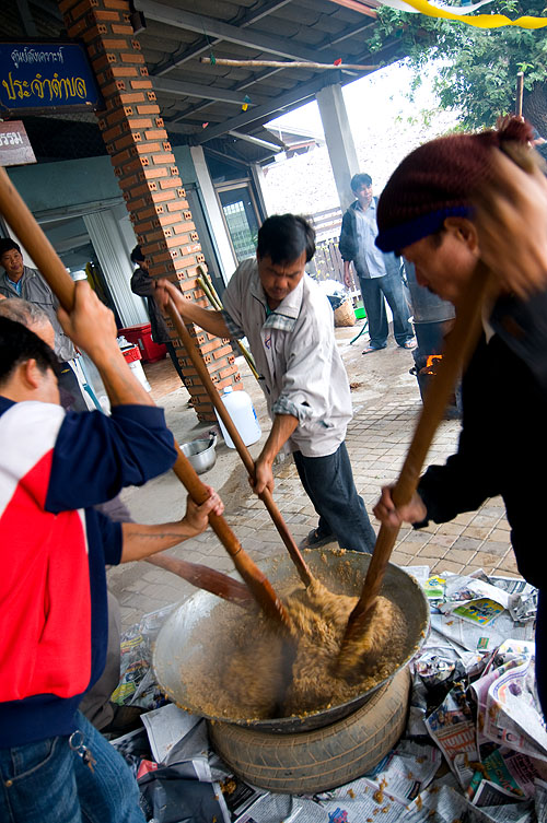 Making khao ya koo, sweet sticky rice, Mae Hong Son