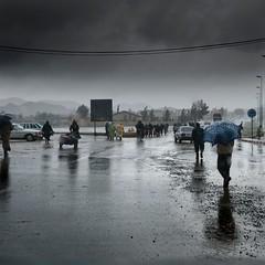 Raining (Julio López Saguar) Tags: africa road people rain umbrella lluvia gente carretera morocco marruecos paraguas