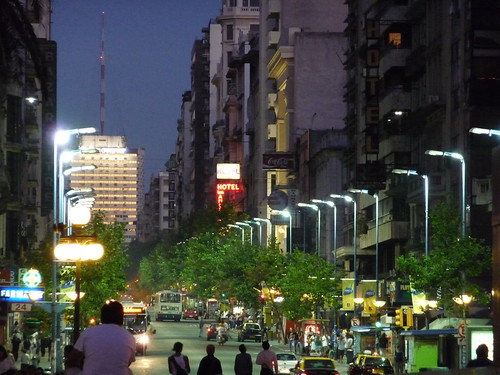 Avenida 18 de Julio by night