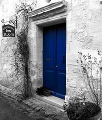 (memoria.) Tags: door blue bw white black saint bleu sw porte blau tr schwarz weis singintheblues milion