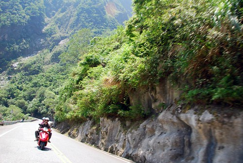 scooting around taroko gorge
