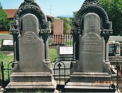 Alexander and Mary McLennan graves