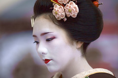 reflection (Onihide) Tags: art japan kyoto explore maiko apprenticegeisha specialpicture ichiteru nicemodels  redmatrix kamishichikenmaiko