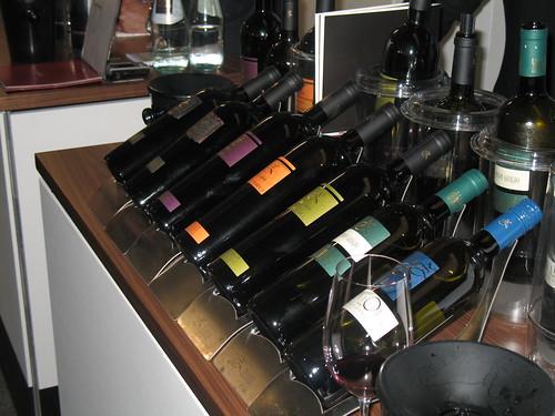 Spitzenweine der einzelnen Kellereien können entlang der gesamten Weinstrasse verkostet werden - Auftaktveranstaltung ist die Weinkost Bozen am 14.05.2010