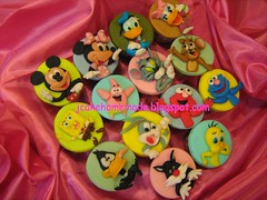 Pooh n Cartoon character (Jcakehomemade) Tags: cupcakes child sylvester elmo mickeymouse grover donaldduck daffyduck spongebobsquarepants waltdisney bugsbunny tweetybird daisyduck disneycharacters tomjerry patrikstar childrencupcakes looneytunescharacters cartooncharactercupcakes winniemouse