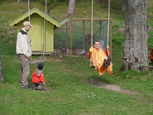 Kadamba Kanana Swami Korsnas Gard and at Ugrasena's 14th May 2010  -0086 por ISKCON desire tree.