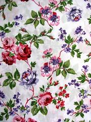 ♠ petals: white ♠ (Wonderlineland❤) Tags: flores metro fabric material wonderland tecido algodão costura retalho