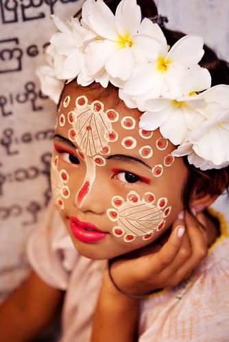 Thanaka (tanaka) make-up in Burma