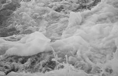 IN SUBBUGLIO... (Maria Grazia Marrulli) Tags: insubbuglio movimentoondoso schiuma mare sea mer mar biancoenero bn blackwhite noirblanc torrette ancona marche italia vacanza vacation vacances devacaciones viaggio travel vojage viaje