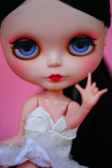 * I love you * (r e n a t a) Tags: pink macro cute canon doll rosa plastic geisha kawaii blythe ブライス boneca custom takara plástico gueixa customizada extrahands pureneemobody elianasaito lilitix custombylilitix