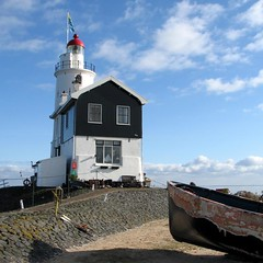 Marken lighthouse (YIP2) Tags: winter lighthouse holland amsterdam island thenetherlands dike marken ijsselmeer woodenhouses paardvanmarken horseofmarken wbnawnl