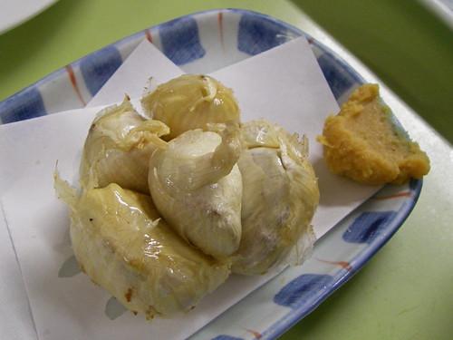 Deep-fried garlic