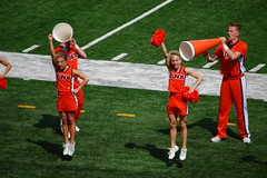 The leaders full of pep (Johnny Heger) Tags: college campus illinois spring universityofillinois urbana champaign uofi chipsi