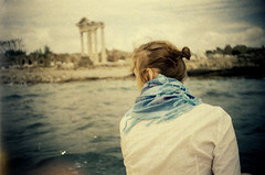 lomo_k100_28 (mariczka) Tags: blue friends sea holiday film girl analog scarf turkey iso100 boat back lomo lomography ancient ruins mediterranean side trkiye lomolca overexposed vignetting borrowedcamera  audel kodakprofoto100 apollotemple autaut vintageanalogue taniaoliynyk gulfofantalya lomoturkeyseries