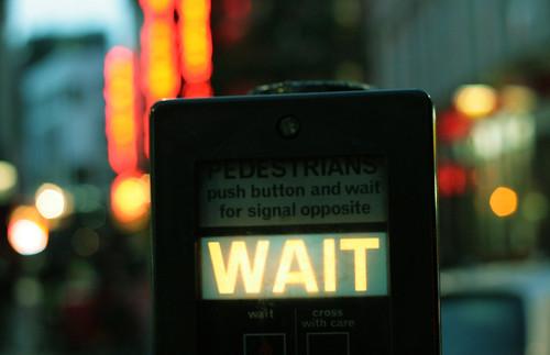Fotografía de un semáforo londinense