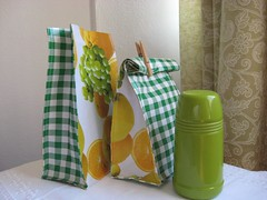 Lancheira: Pronta (comofaz) Tags: bag lunch diy craft howto oil cloth tutorial pap tecido costura oleado passoapasso plastificado lancheira comofaz