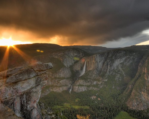 Photo of the Day: Last Light on Yosemite Valley by Robert Pearce